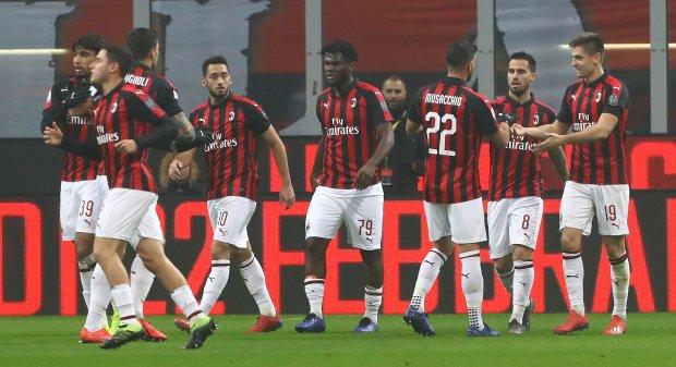 Милан разгромил Кальяри и вернулся в зону Лиги чемпионов: видео