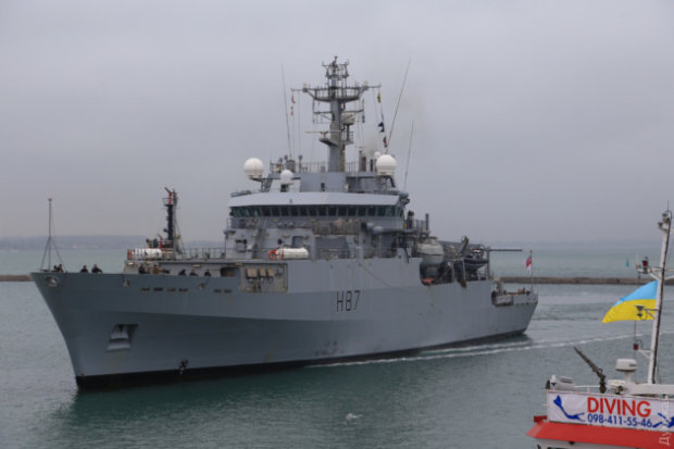 Військові кораблі НАТО прибувають до України: армія у повній бойовій