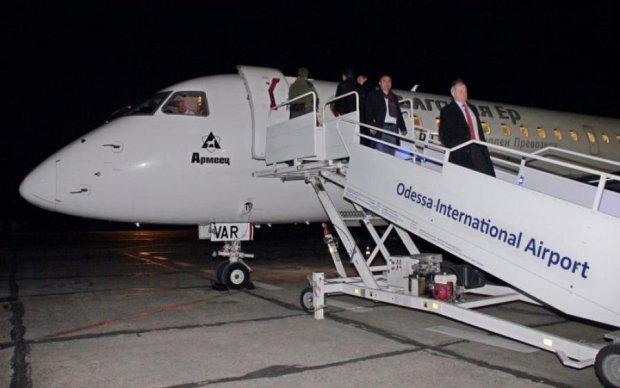 Пассажирский самолет совершил экстренную посадку в Одессе