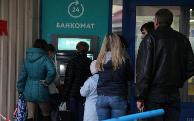 Новорічний ажіотаж: банкомати дали збій, українці в паніці
