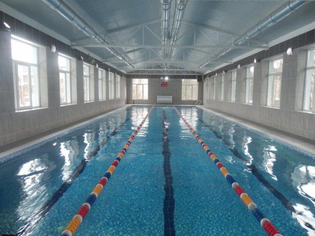 Жуткий инцидент в киевском фитнесс-клубе: мужчина утонул в бассейне, а посетители продолжили заниматься