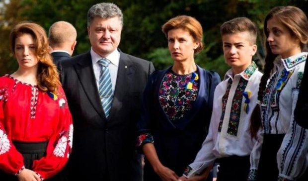 """Порошенко присвоил звание """"Мать героиня"""" почти 500 украинкам"""