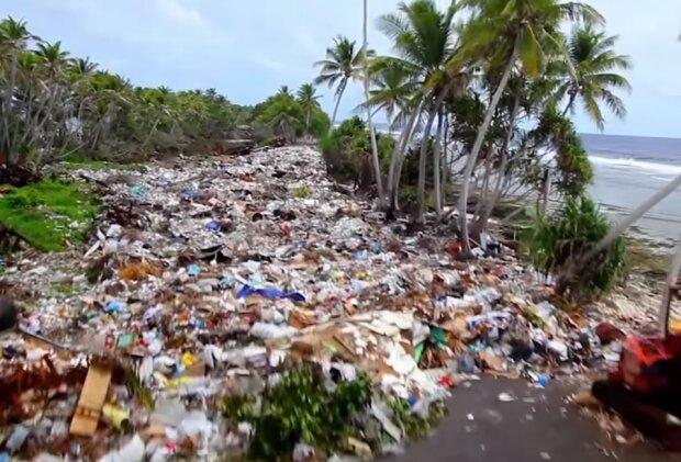 Сміття на пляжі, ілюстративне фото youtube
