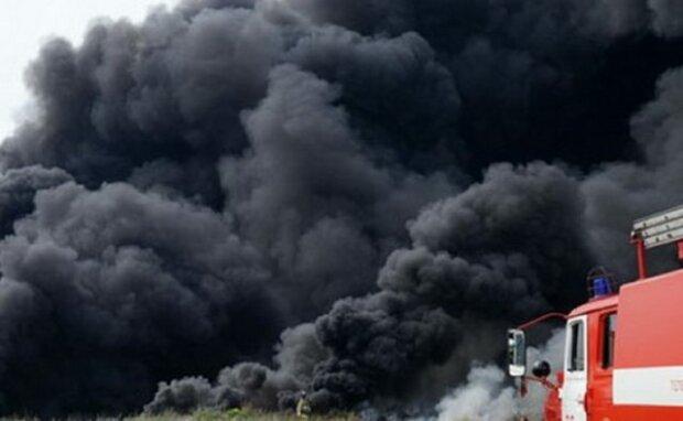 Чорний понеділок сполохав Харків, дим стовпом: моторошна НП потрапила на відео