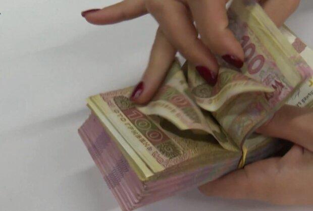 Податки в Україні, кадр з відео