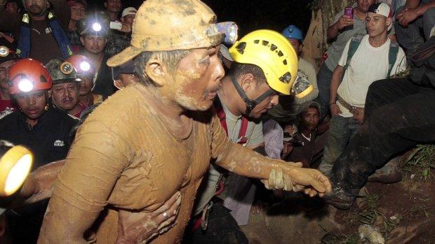 17 лет ада и кромешной тьмы: мужчина провел почти полжизни под землей, но смог найти путь домой