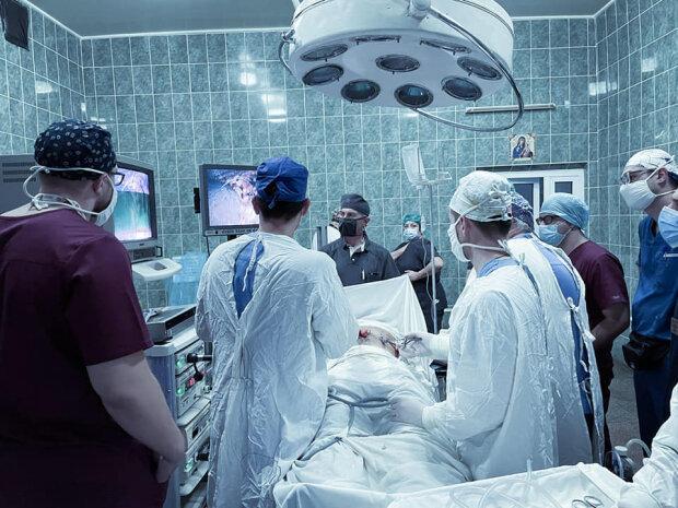 Львівські хірурги вперше зашили виразку шлунка: скальпель, віра і жодних нервів