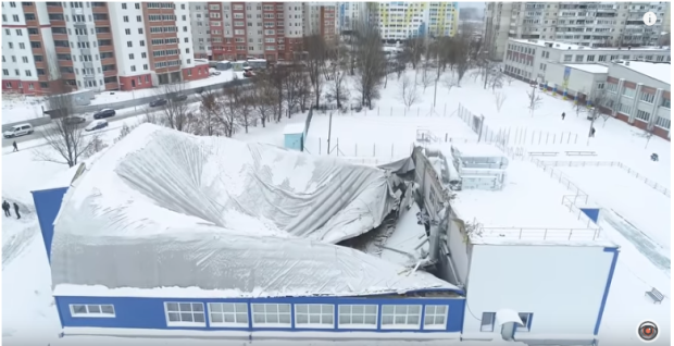 Через обвал даху могли загинути маленькі танцівниці: у мережі з'явилося відео моторошної трагедії