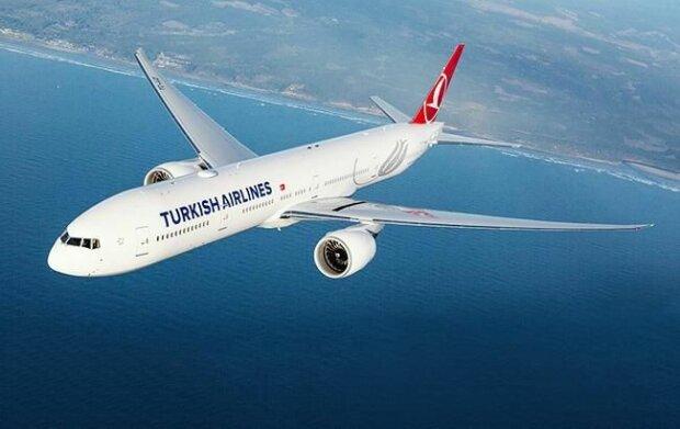 Коронавирус экстренно посадил самолет на пути домой, в аэропорту введены чрезвычайные меры