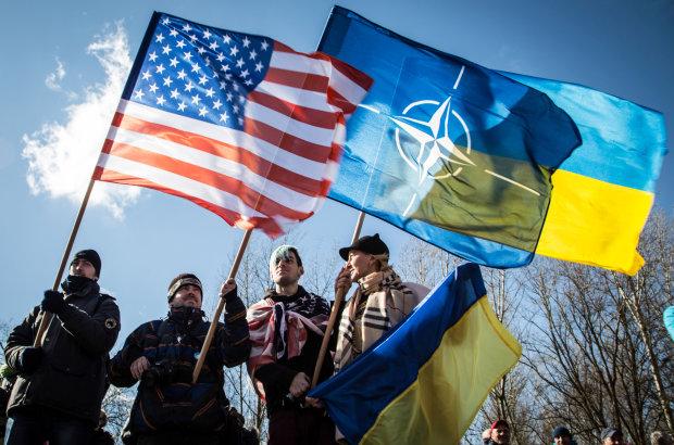 """Украина в НАТО: Россия со страху пригрозила """"укрепить границу"""""""