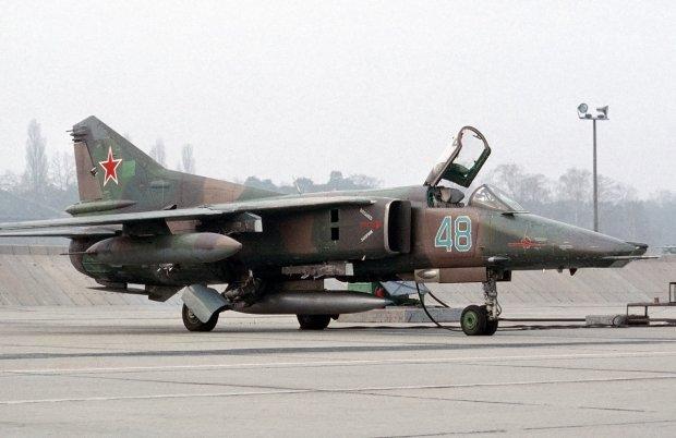 Самолет МиГ-27 разбился во время военных учений