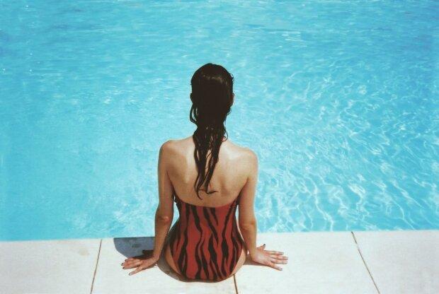 Жінка може завагітніти в басейні? На чиновницю обрушився град жорсткої критики через скандальну заяву