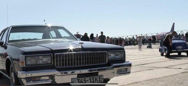 У Києві на фестивалі показали унікальні авто - радянська і світова класика