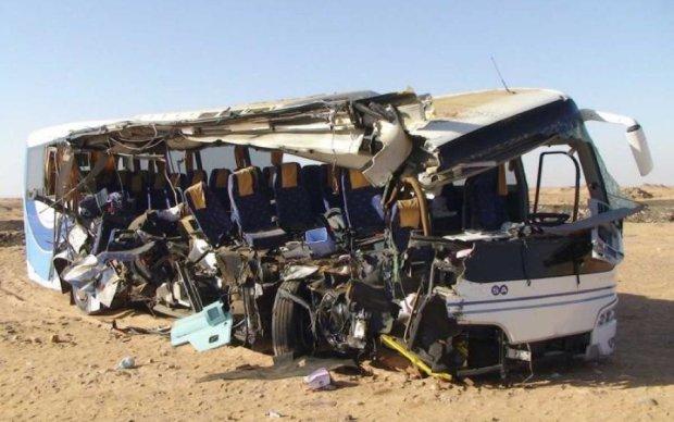 Кровавое месиво: грузовик разнес автобус с туристами