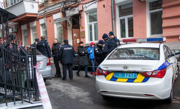 У центрі Києва виявили труп чоловіка, в кишені - важливий документ: відео