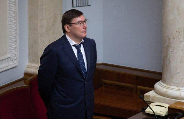 Луценко решил испытать терпение Зеленского: уйдет в отставку или нет