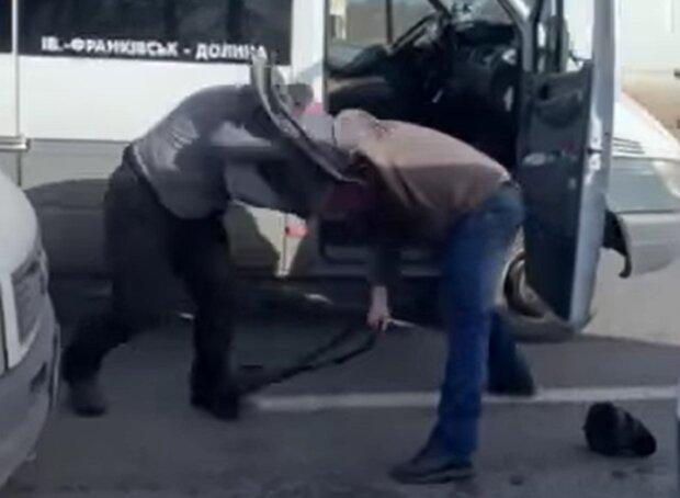 Бійка водіїв, кадр з відео Івана Мазурика: Facebook Голінь +