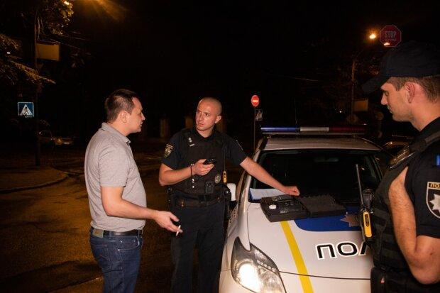 """Відправив у """"нокаут"""" одним ударом: озвірілий одесит напав на поліцейського"""