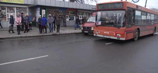 Остановка в Хмельницком, фото: скриншот из видео