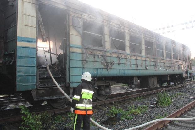 Харківська електричка загорілася прямо на станції: людям дивом вдалося врятуватися