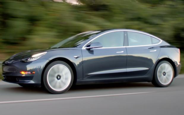 Долгожданная модель Tesla появилась в продаже