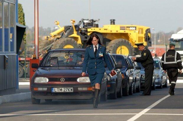 """Євробляхерів штрафують один за одним: скільки виклали водії за """"дешевих залізних коней"""""""