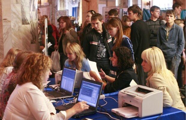 Українцям розрахували зарплати на кілька років уперед: як збільшуватимуться виплати кожні 12 місяців