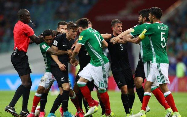 Матч Кубка конфедерацій закінчився масовою бійкою футболістів