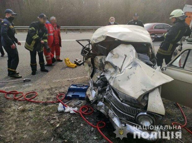 Под Киевом бешеный Москвич подрезал катафалк с покойником: погибла вся семья