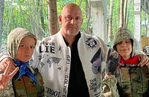"""Потап показав, як його 13-річний син поводиться зі зброєю: """"Будь мужиком"""""""
