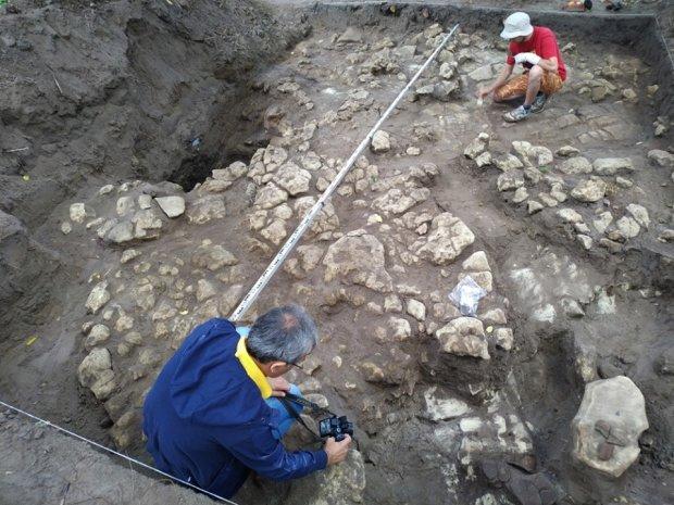 Під Львовом археологи розкопали амфору: сенсаційній знахідці п'ять тисяч років