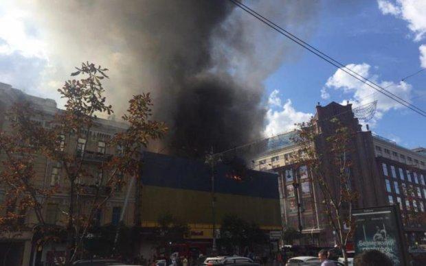 Центр Киева парализовал масштабный пожар