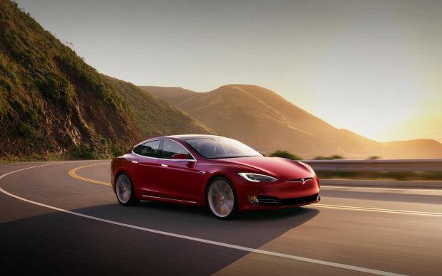 В автомобілях Tesla виявлено величезний недолік: Ілон Маск забув про дощ