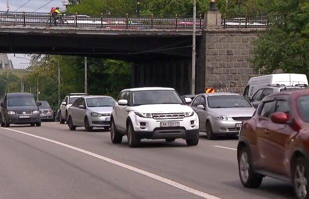 В Україні з'являться нові дорожні знаки, кадр з відео