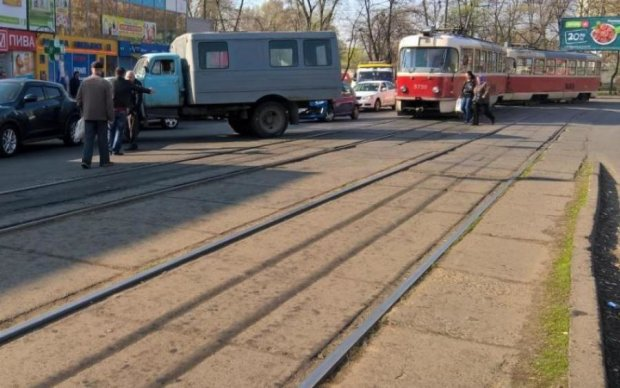 У Києві євробляха знесла сім'ю на переході та паралізувала цілий район