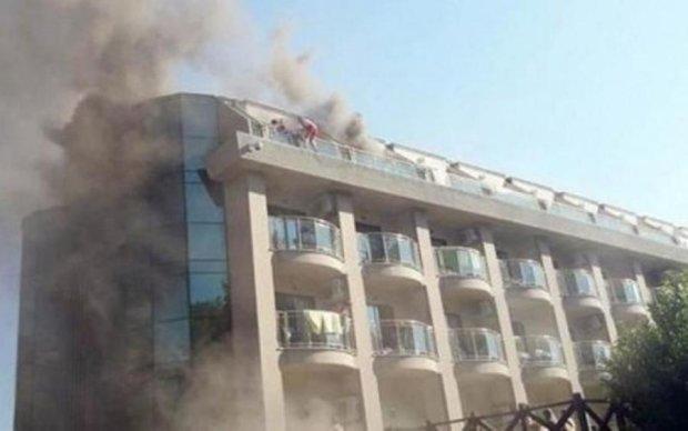 На популярному курорті спалахнув готель: десятки постраждалих