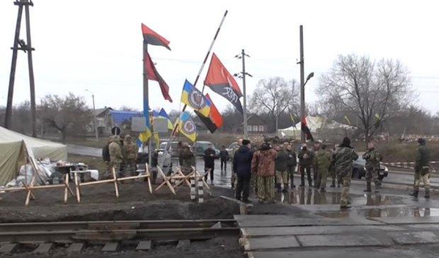 Блокада ОРДЛО: Аваков предложил решить конфликт с титушками
