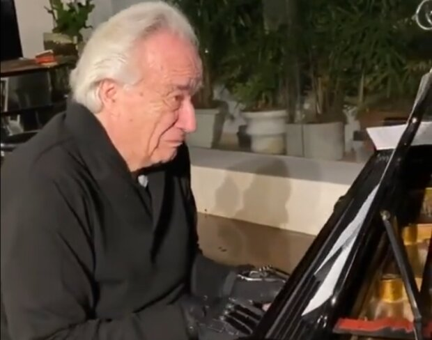 """Відомому піаністу """"воскресили"""" пальці й він зіграв вперше за 20 років"""