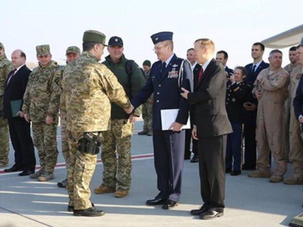 На зустріч з американцями Порошенко прийшов зі зброєю