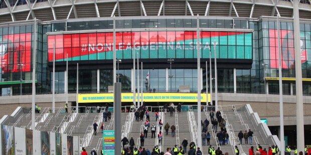 """Новий яскравий світлодіодний дисплей LG на лондонському стадіоні """"Уемблі"""" вітає своїх глядачів"""