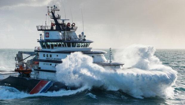 """Буксир в Атлантике затонул вместе с украинским экипажем, последние слова: """"Сильный шторм, все обездвижены"""""""