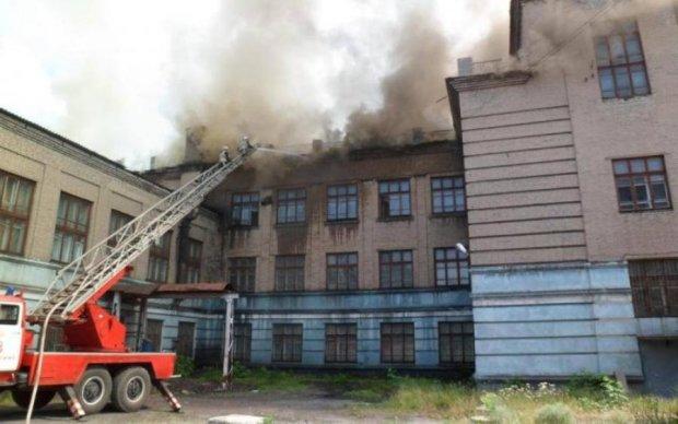 Термінова евакуація! Українську школу охопив вогонь