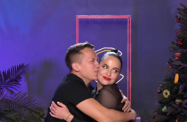 Алексей Дурнев и Даша Астафьева, кадр из видео