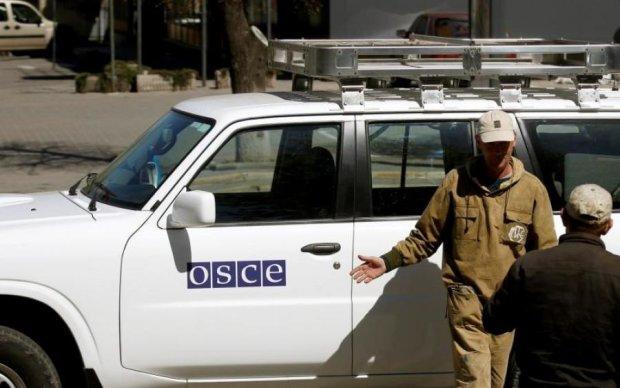 """Они обещали вернуться: боевики """"мурыжили"""" наблюдателей ОБСЕ три часа"""