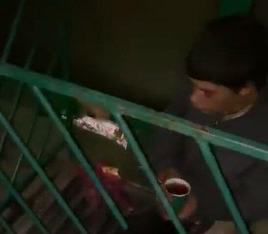 В Ужгороде подросток живет на улице, скриншот