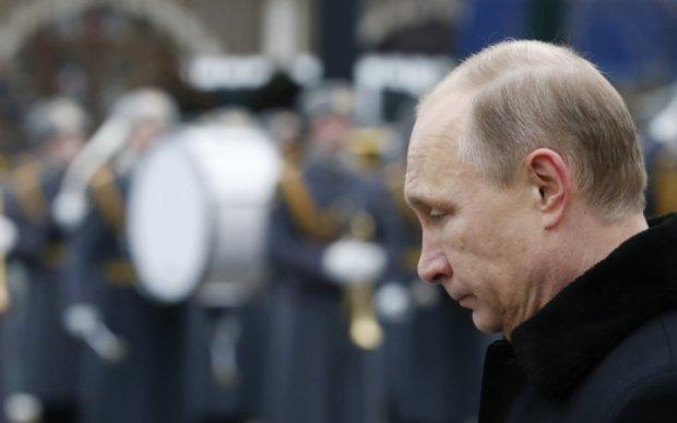 Принижений Трампом Путін відіграється на Україні
