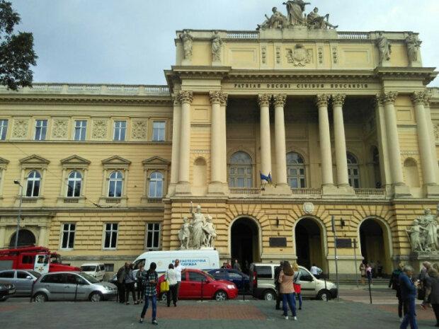 """Во Львове срочная эвакуация, """"запахло порохом"""": под угрозой - студенты"""