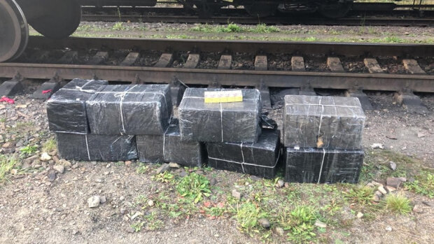 Контрабанду пришлось откапывать: тысячи пачек сигарет спрятали в тоннах полезных ископаемых