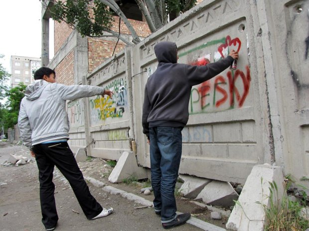 "Одесские вандалы крушат квартал за кварталом: копы ""не успевают"""