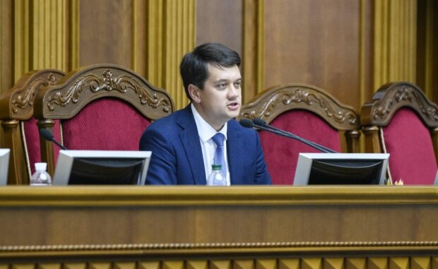 Разумков пообіцяв скоротити півтори сотні депутатів: за що слуги народу можуть втратити роботу